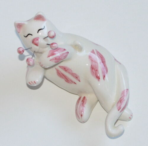 """2002 Retired Amy Lacombe Cat Figurine Ornament Pink Lips """"Blowing Kisses"""""""
