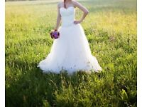 Wedding dress, medium size, adjustable, ivory color