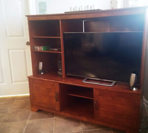 Beautiful TV stand very good condition for sale! 150.00$ OBO