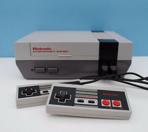 NINTENDO NES ALL HOOKUPS AND 2 CONTROLLERS