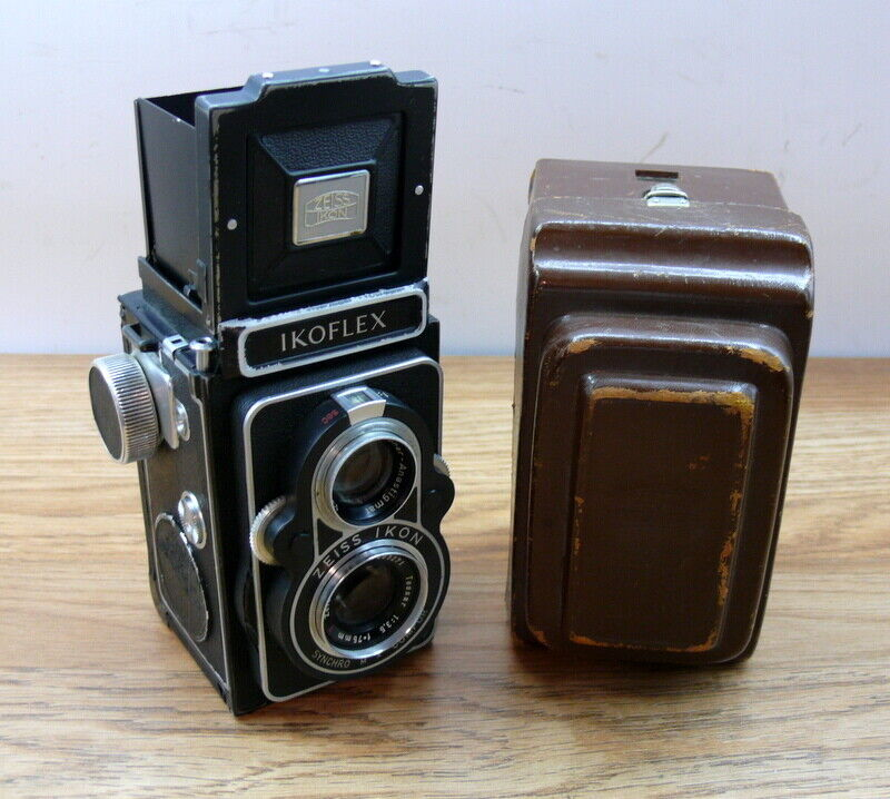 Zeiss Ikon  Ikoflex TLR with 75mm F: 3.5 Tessar Lens  and case.