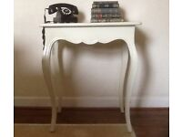 PRETTY VINTAGE/SHABBY CHIC OCCASSIONAL/SIDE TABLE