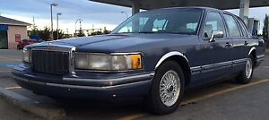 1992 Lincoln town car  very luxury 1,200