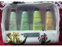 "NEW CRABTREE & EVELYN ""DELIGHTFUL HANDS"" GIFT SET OF FOUR HAND THERAPY CREAMS IN GIFT BAG"