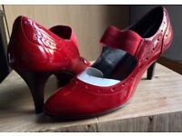 (Unworn) Size6 patent red shoe with 3inch heels.