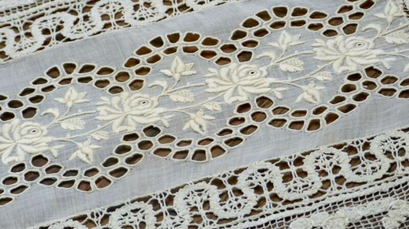 B84 ANTIQUE FRENCH TABLECENTRE RICHELIEU ROSE EMBROIDERY BOBBIN & FILET LACES