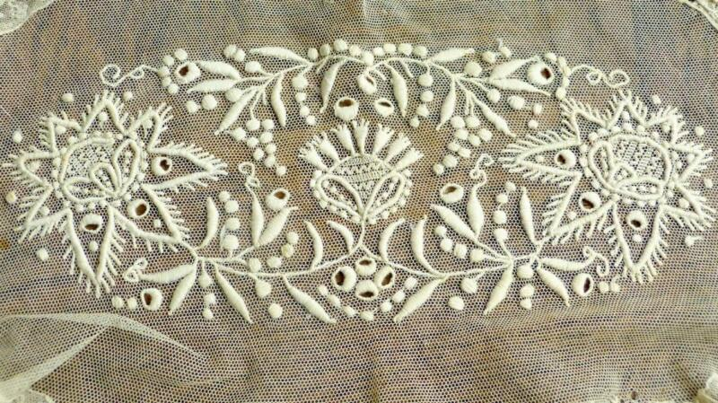 A232 ANTIQUE FRENCH TULLE LACE TABLERUNNER HANDCRAFTED CREAM COLOR EMBROIDERY