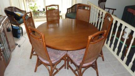 Round dining table Mudgeeraba Gold Coast South Preview