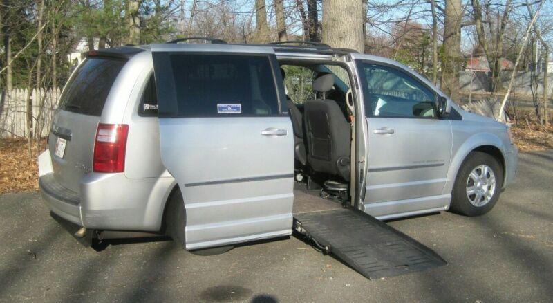 Image 1 Voiture Américaine d'occasion Dodge Grand Caravan 2010