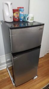 Magic Chef mini fridge 4.3cu ft