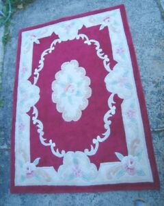 Beautiful Hand-made Wool 4' X 5.5' Area Rug, used in good condit