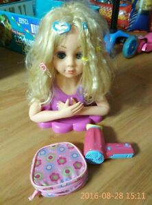 Styling head doll with hair accessories