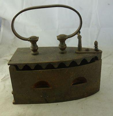 antikes Bügeleisen Kohlebügeleisen