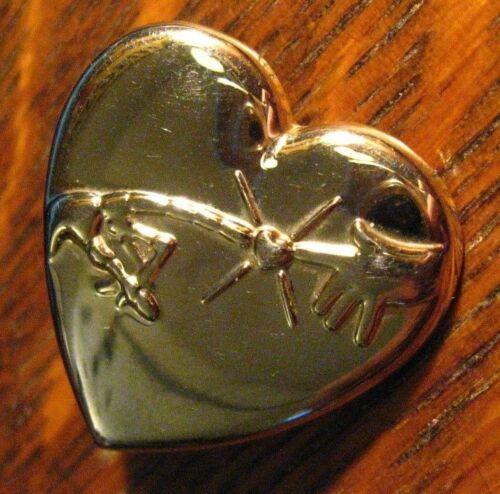 E.T. Universal Studios Heart Lapel Pin - Elliott Extra Terrestrial Heart Variety