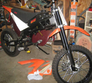 "Gio x33 model , rolling chassis / frame,has 17""  ....... -"