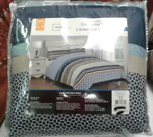 Brand New Double / Queen Reversible Comforter Set