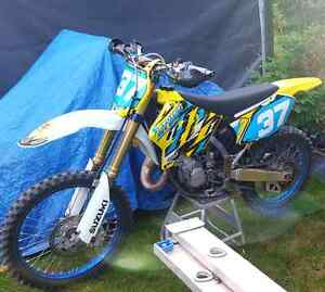 2007 RM 125 two stroke FAST BIKE!!