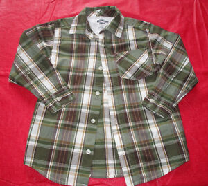 Boys OshKosh green plaid dress shirt in size 6 (only worn once)