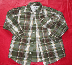 Boys OshKosh green plaid dress shirt in size 6 *worn once