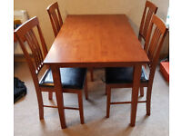 Mahogany-coloured dining table in great condition