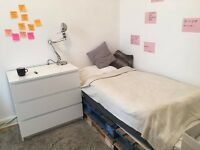Bright single bedroom close to Haymarket