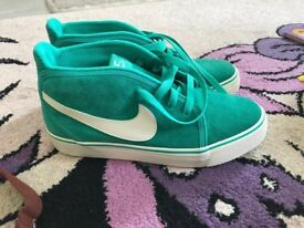 Nike trainers NEW size UK 5