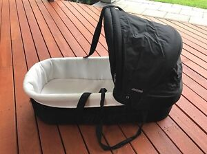 Bassinet (Portable) Seacombe Gardens Marion Area Preview