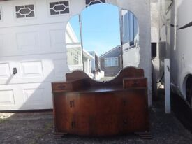 £30 Vintage serpentine dressing table with triple mirror. Has some ware. See photos.