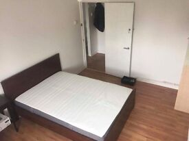 LAST CHEAP DOUBLE IN ZONE 1 HOXTON ! HUGE DOUBLE INA BRAND NEW FLAT SHARING WITH ONLY 2 FLATMATES