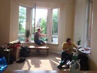 Two Double Rooms Available in sunny 3-bed in Dennistoun £400 inc bills/pcm/room