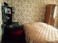 Double room to let for woman in city centre