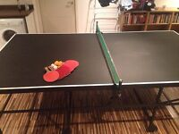 Full size ping pong / table tennis table including bats/paddles, net and balls