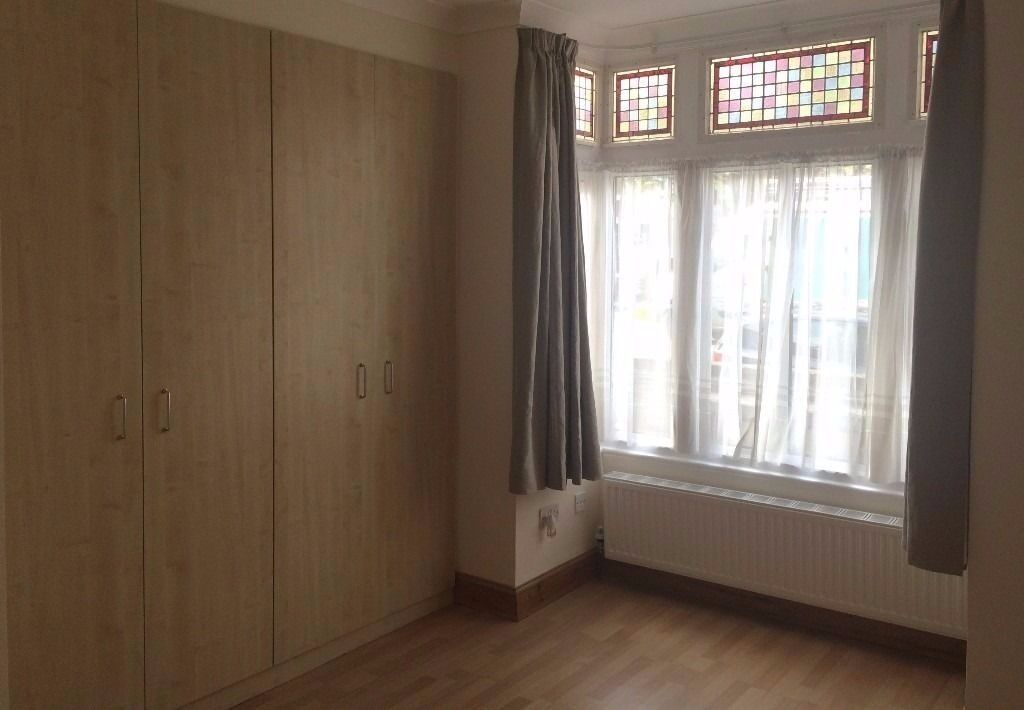 3 large Double Bedrooms with Fitted wardrobes W3