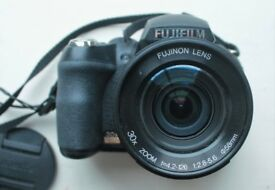 Fujifilm Finepix HS10 Bridge Camera (30x zoom lens)