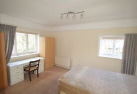 CALLING ALL SHARERS, FANTASTIC FURNISHED 4 BED HOUSE NEAR TURNHAM GREEN STATION!