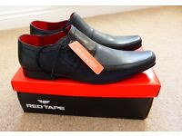 BNWT - A PAIR OF RED TAPE BLACK LEATHER UPPER MENS SHOES - SIZE 10