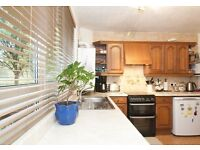 WHAT AN OFFER!! 2 BED FLAT WITH PRIVATE GARDEN IN LITTLE VENICE/PADDINGTON **ONLY £350pw**