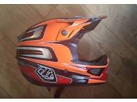 Troy Lee Designs Carbon D3 Medium - Brand New Condition