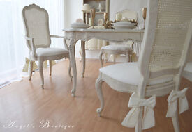 *** Perfect for Christmas *** UNIQUE & BEAUTIFUL *** French Shabby Chic Dining Table & Six Chairs !!