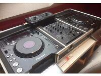 DJ: Pioneer CDJ 1000 MK3 x 2 / Pioneer DJM 400 / Custom-made Swan flightcase / Pioneer RMX 500