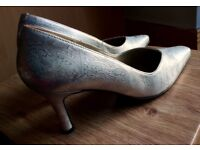 (Unworn) Size5 Silver Shoes