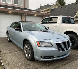 2013 Chrysler 300s Awd 5.7L V8 *low kms*