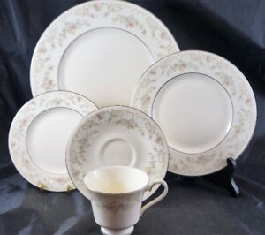 40 Piece Set Royal Doulton DIANA Dinnerware 8 Place Setting