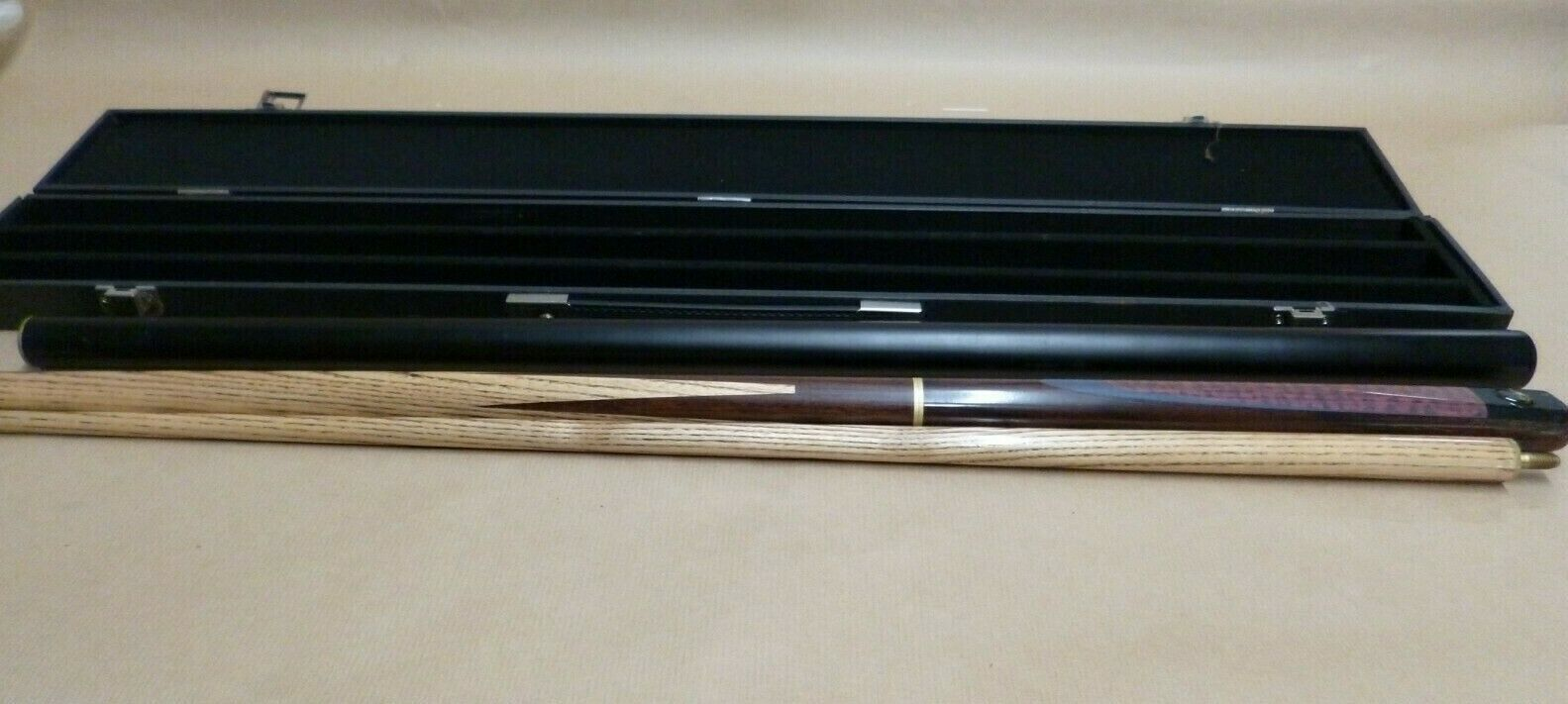 BMS Snooker Cue With Triangle Case