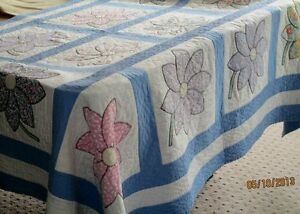 Beautiful Vintage Quilt with Flowers Kitchener / Waterloo Kitchener Area image 1