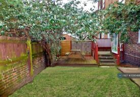 3 bedroom flat in Thessaly Road, London, SW8 (3 bed) (#1095488)
