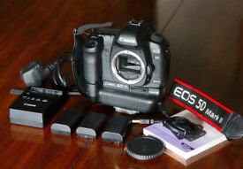 Canon 5 MK11 Tamron 24-70 lens Sigma 15-30 Manfrotto tripod Explorer case flash lots extras £1090