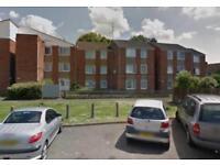4 bedroom flat in Deacons Walk, Hampton