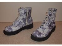Girl/Woman's DM type Boots White/Blue Floral pattern Size 4 (37) Lace up plus zip