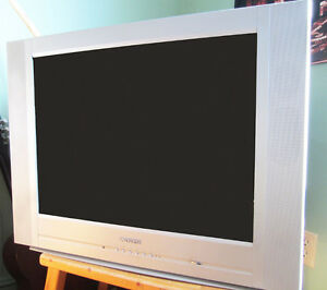 ADVENT TV plus Toshiba VCR/DVD Player